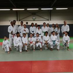 Photo de groupe au dojo